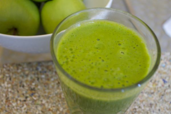 pineapple-banana green smoothie